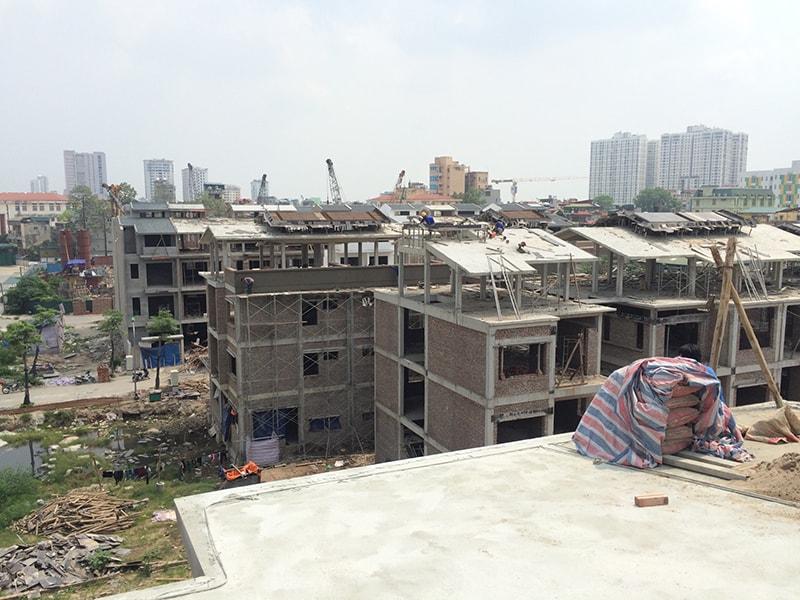 Ảnh chụp thi công 800m2 ngói màu tại Green Pearl 378 Minh Khai Hà Nội
