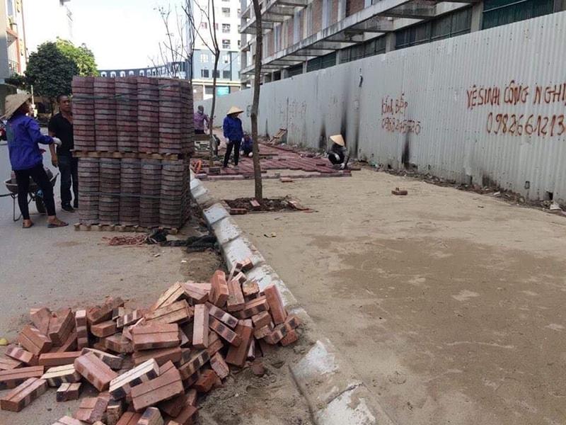 Đại Phương chuẩn bị hàng nghìn viên gạch block tự chèn lục giá chuẩn bị cho công trình thi công lát vỉa hè KĐT Văn Phú