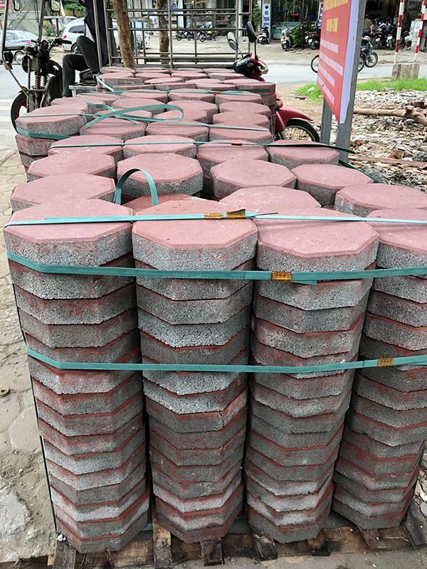 Đại Phương cung cấp hàng ngàn viên gạch đến đường Hào Nam - Đống Đa - Hà Nội để thi công lát vỉa hè