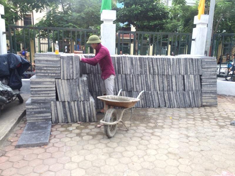 Hàng ngàn viên gạch Coric mặt giả đá chất lượng tại trường tiểu học Nghĩa Đô - Cầu Giấy - Hà Nội