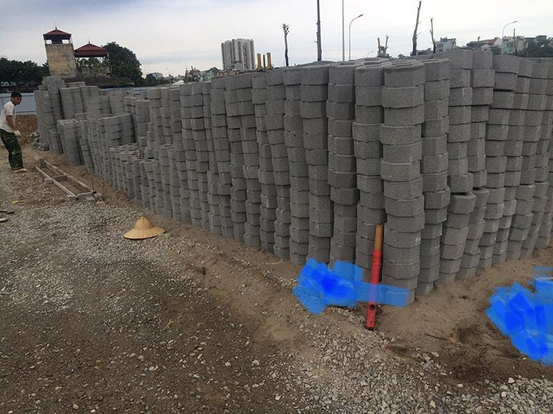 Hàng ngàn viên gạch block tự chèn số 8 được Đại Phương chuẩn bị sẵn sàng