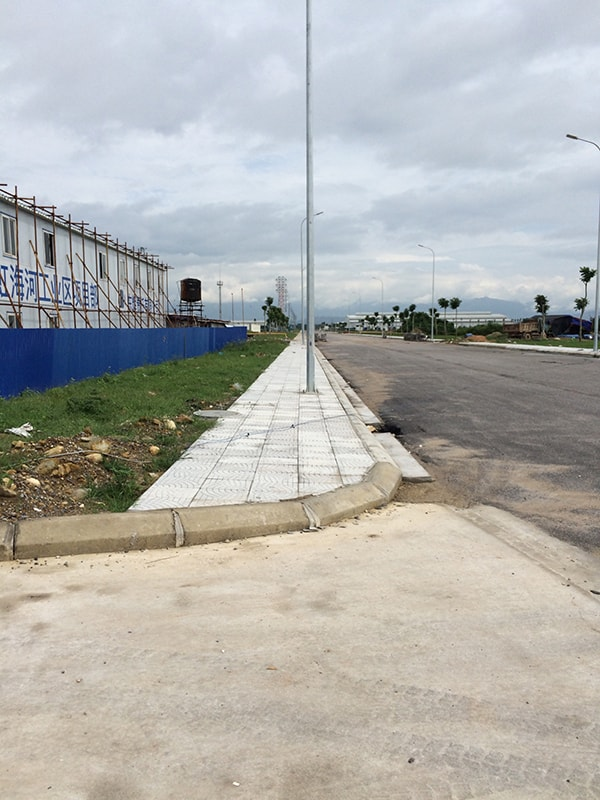 Một đoạn vỉa hè Khu công nghiệp Texhong Hải Hà Quảng Ninh được lát gạch Terrazzo Đại Phương