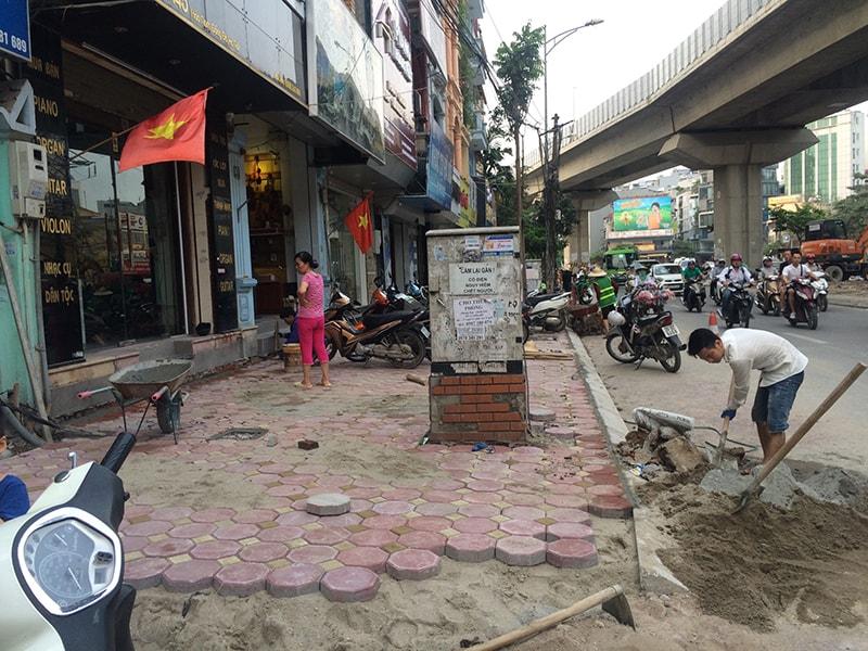 Dự án lát vỉa hè đường Hào Nam đang gấp rút hoàn thiện