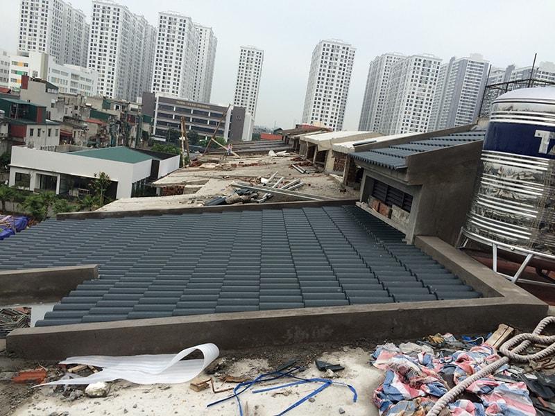 Ảnh chụp một phần công trình thi công ngói màu đã hoàn thành tại Green Pearl Hà Nội