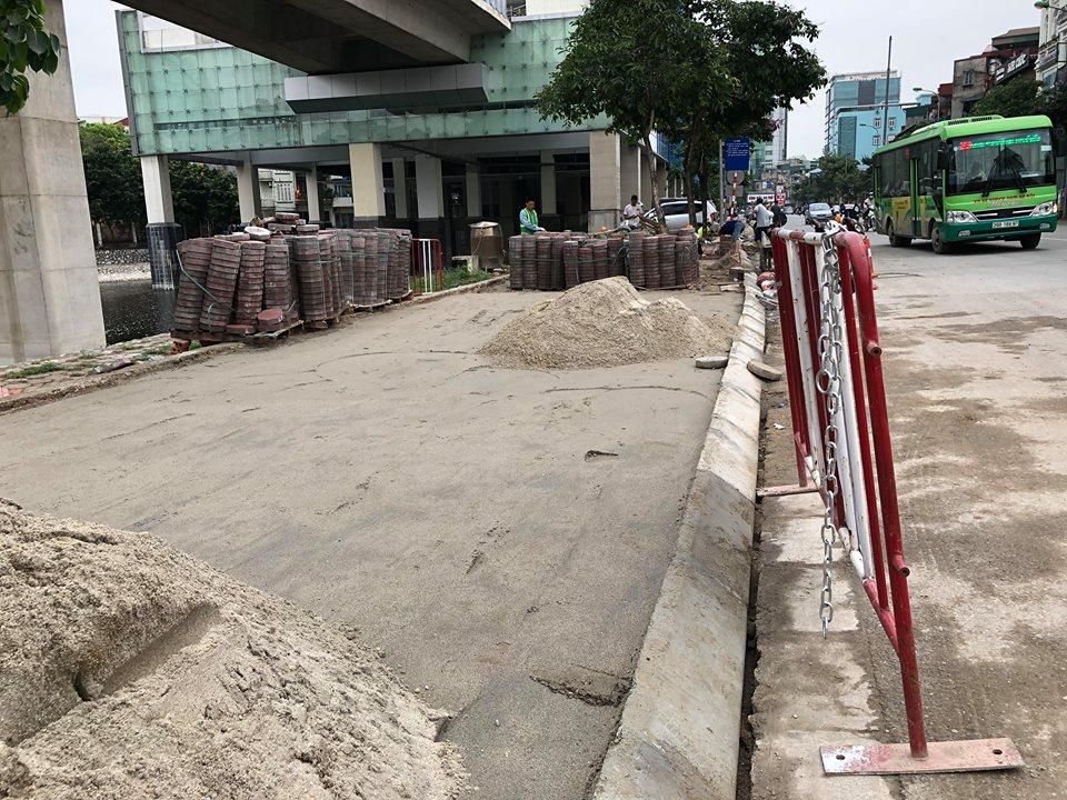 Vỉa hè đường Hào Nam - Quận Đống Đa - Hà Nội trước khi lát vỉa hè