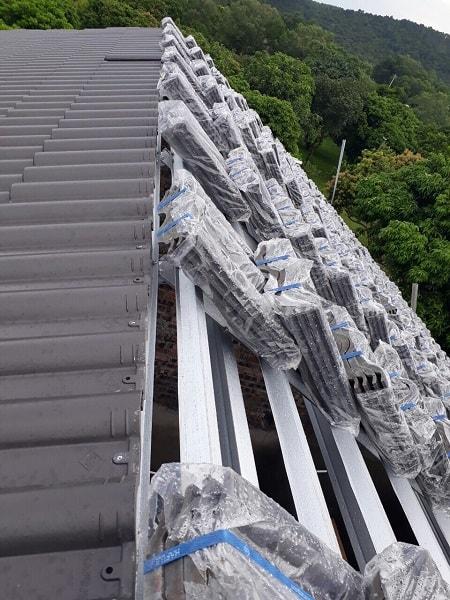 Hình ảnh Đại Phương thi công 400m2 ngói màu nâu trầm DP-08 tại xã Quang Tiến - Sóc Sơn: Công trình chuẩn bị được hoàn thành