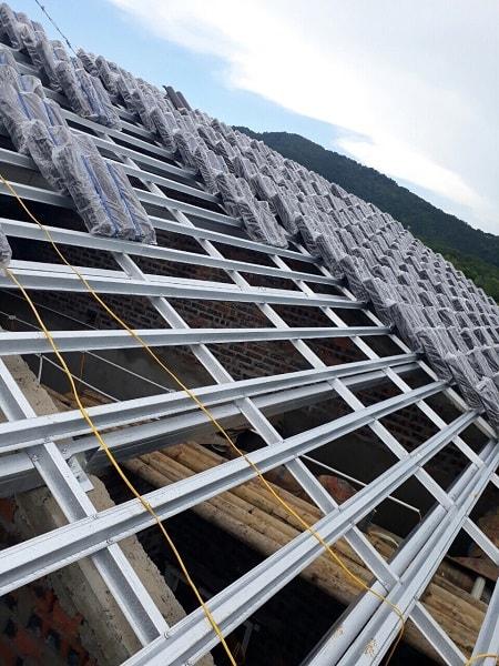 Hình ảnh Đại Phương thi công 400m2 ngói màu nâu trầm DP-08 tại xã Quang Tiến - Sóc Sơn