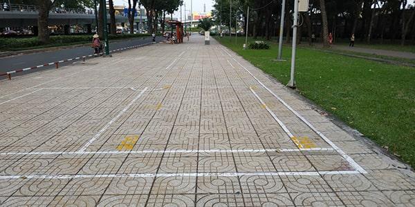 Vỉa hè công viên Gia Định Sài Gòn sử dụng gạch terrazzo
